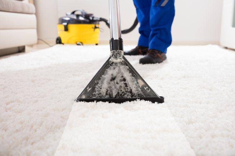 czyszczenie białego klimatyzatora